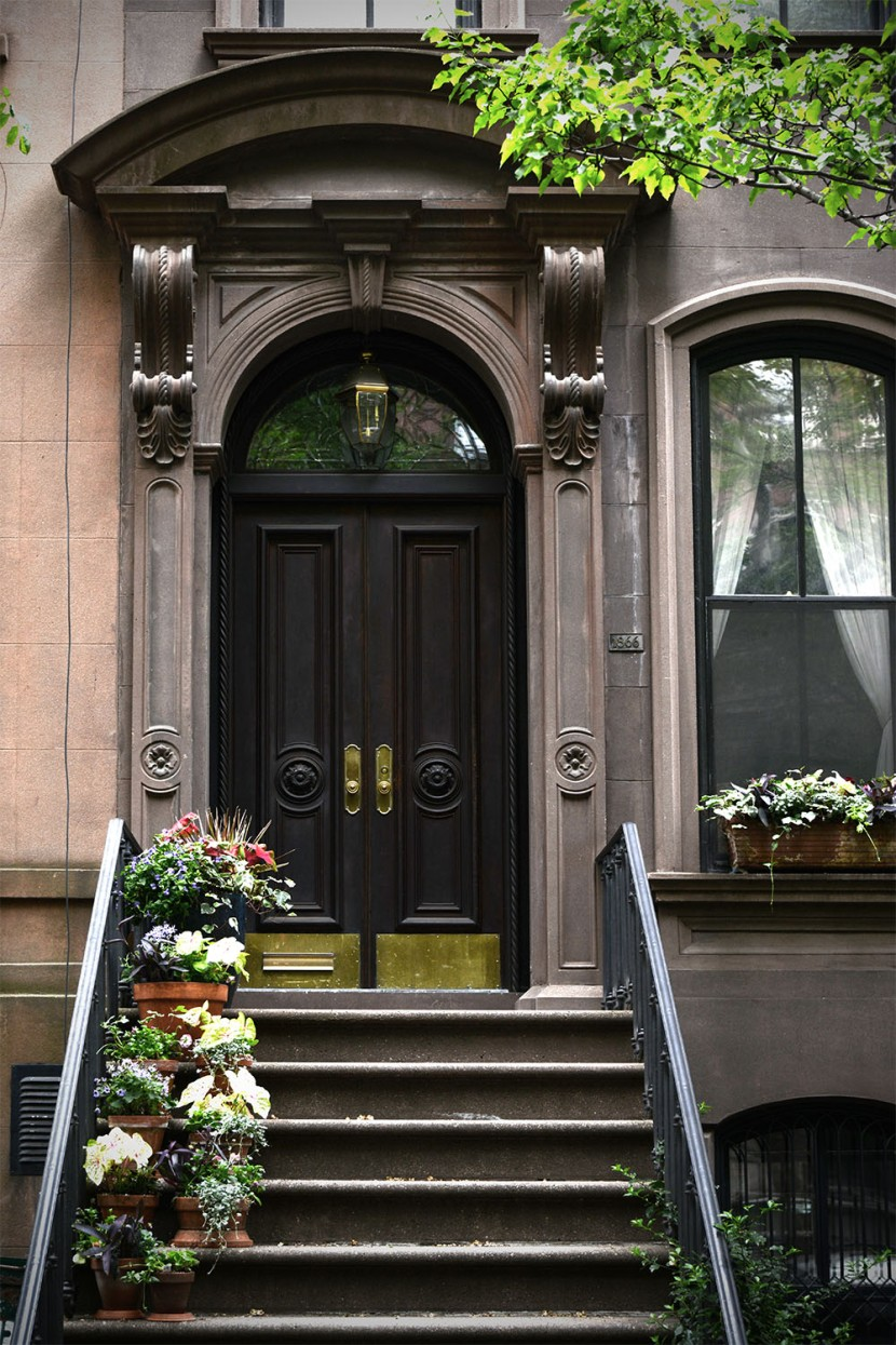 Carrie Bradshaw front door