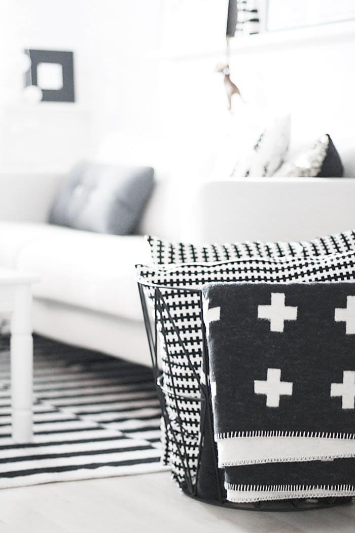 scandinavian-living-room-with-a-statement-swiss-cross-throw