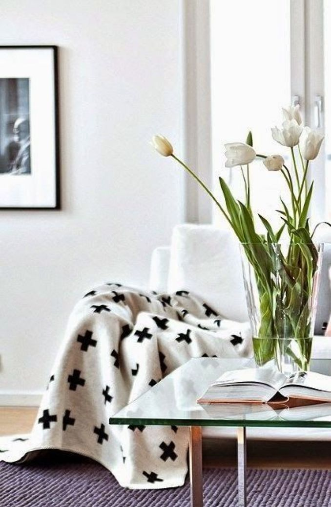 scandinavian-living-swiss-cross-throw-with-bold-white-tulips